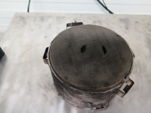 Defect roetfilter materiaal weg en ingescheurd